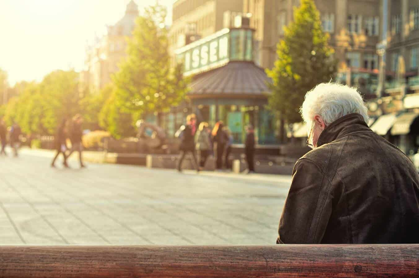 Gifts-For-Lonely-Elderly