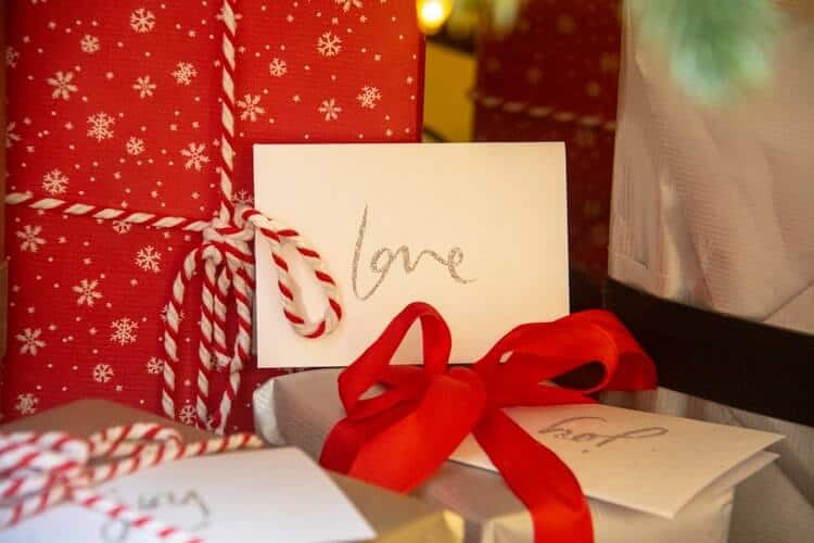 20 Best Gifts For One Year Marriage Anniversaries In 2021
