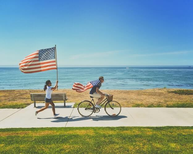 Gifts For New US Citizens: 21 Best Welcoming Ideas For 2021